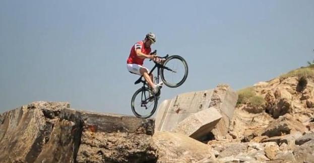 Road Bike Stunt Cyclist's Bike Tricks: Martyn Ashton